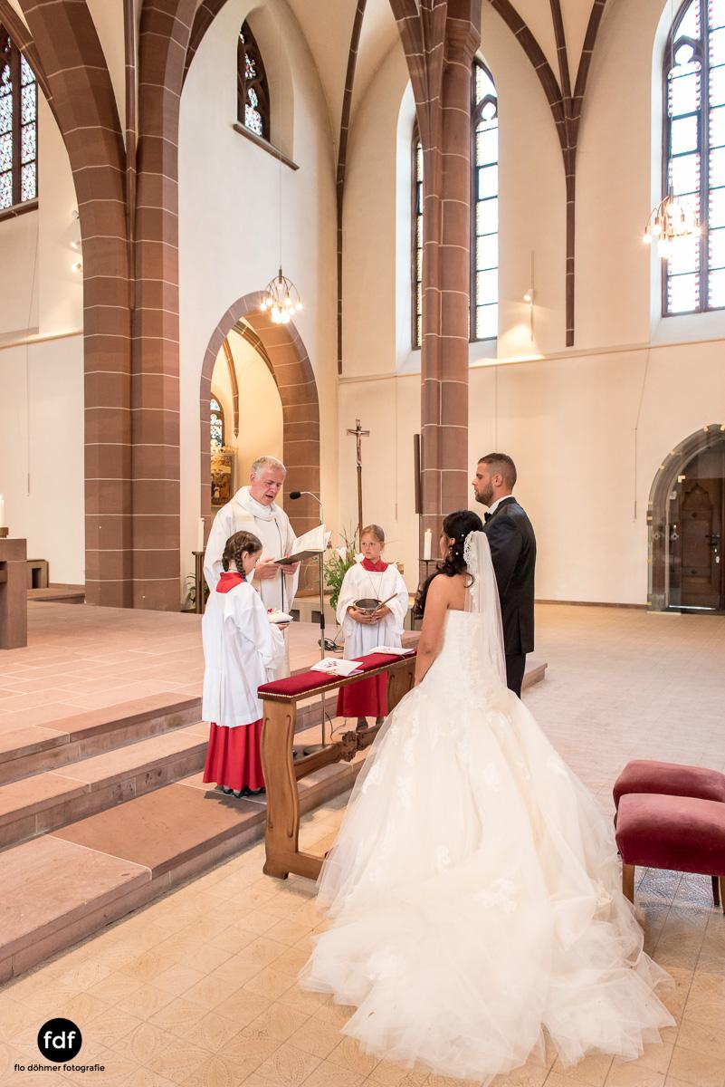 Hochzeit-S&J-Der-Tag-Kirche-Brautkleid-Wedding-17.JPG