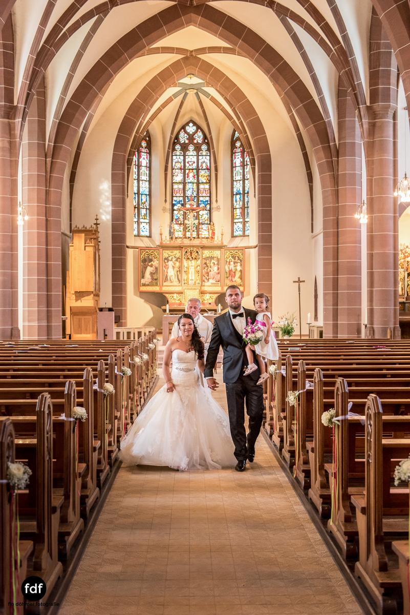 Hochzeit-S&J-Der-Tag-Kirche-Brautkleid-Wedding-25.JPG
