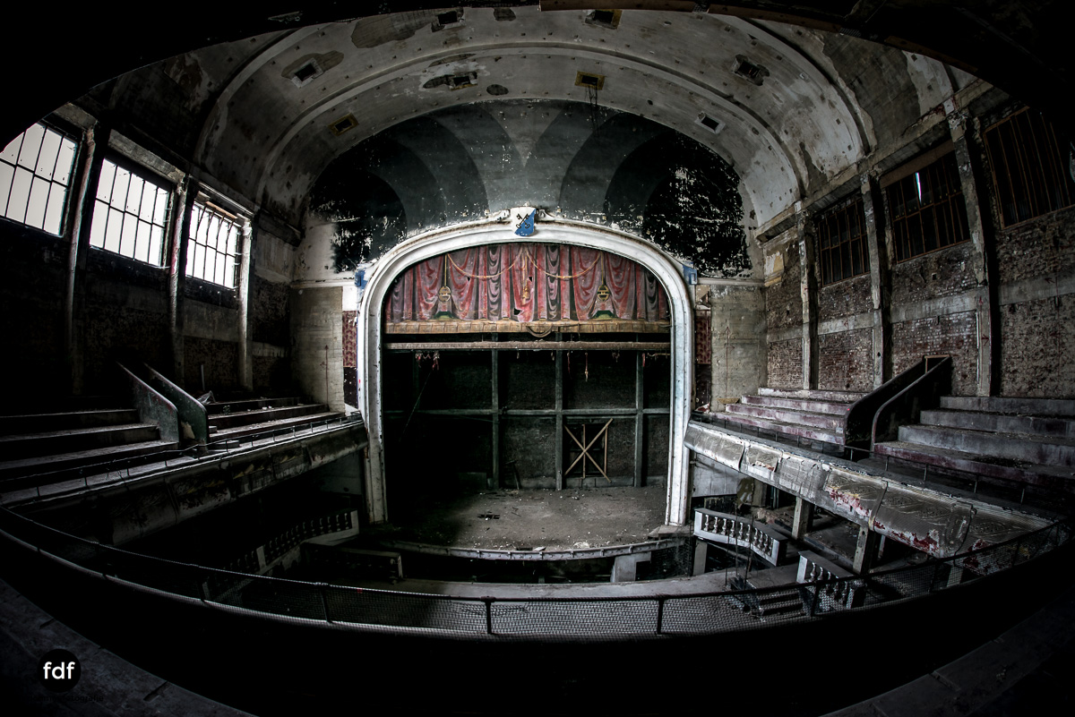 Theater-V-Kino-Cinema-Lost-Place-Belgien-.JPG