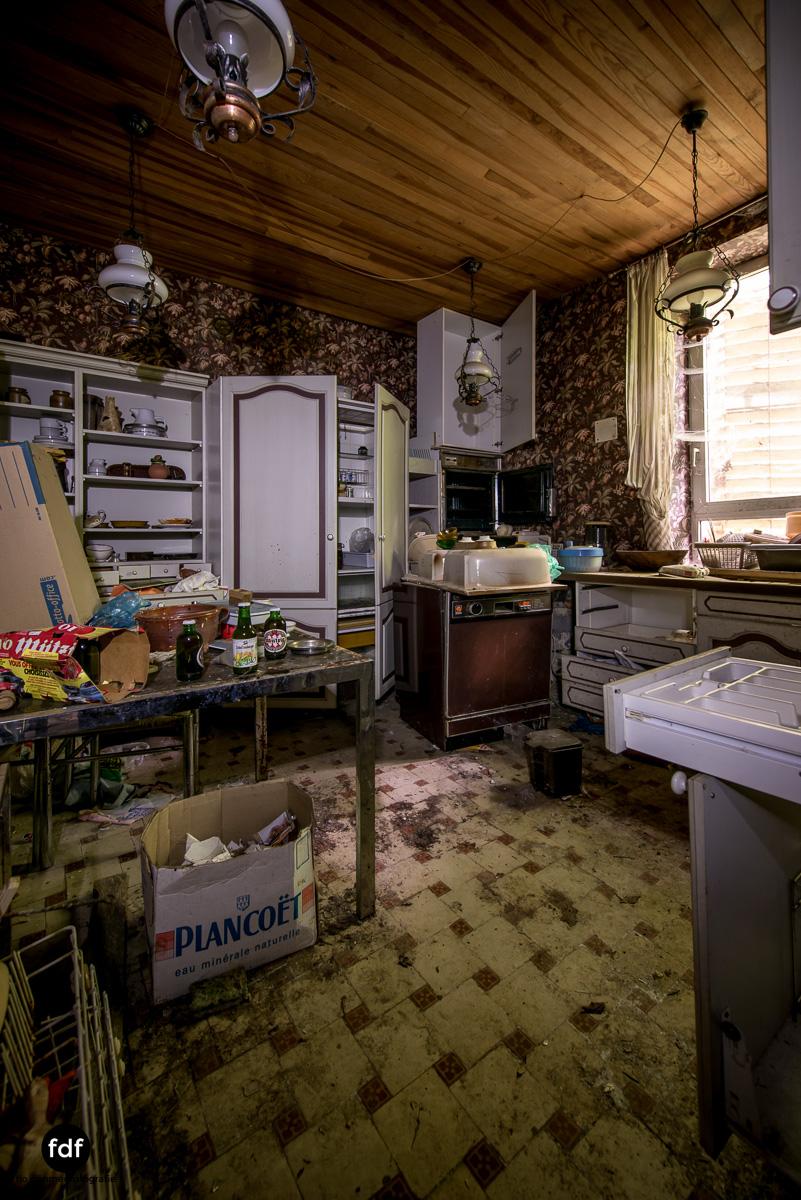 Manoir du Professeur-Herrenhaus-Lost Place-Urbex-Frankreich-6.JPG