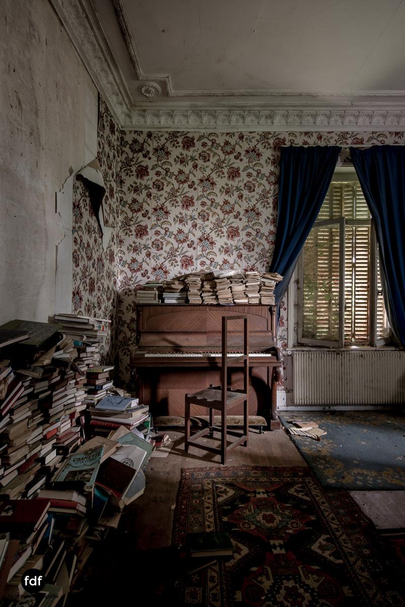 Manoir du Professeur-Herrenhaus-Lost Place-Urbex-Frankreich-17.JPG