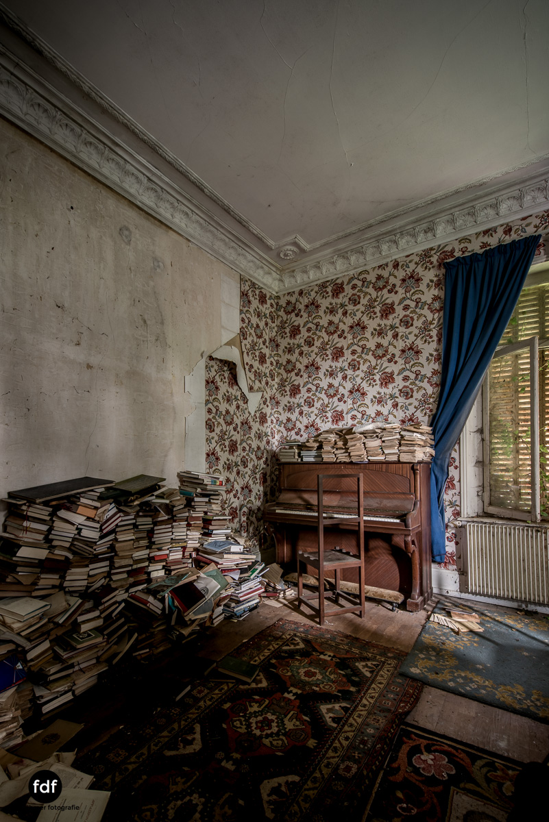 Manoir du Professeur-Herrenhaus-Lost Place-Urbex-Frankreich-22.JPG