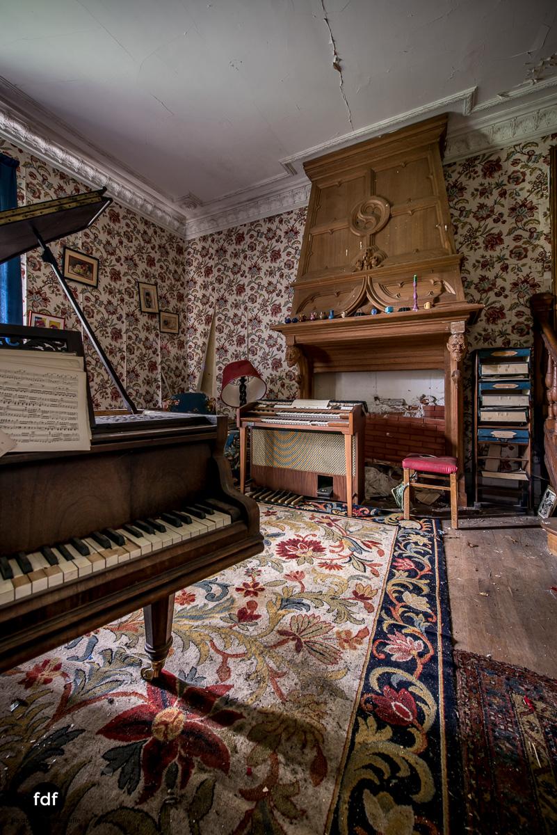 Manoir du Professeur-Herrenhaus-Lost Place-Urbex-Frankreich-37.JPG