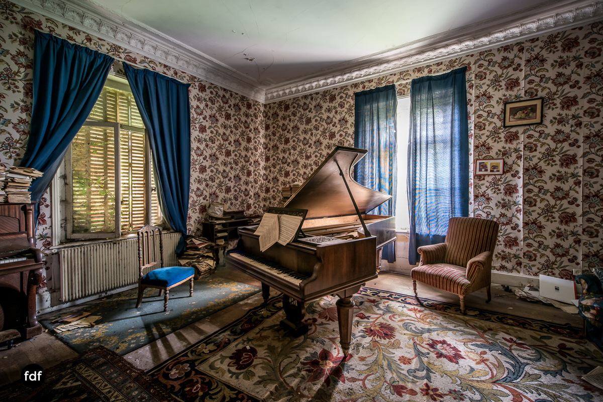 Manoir du Professeur-Herrenhaus-Lost Place-Urbex-Frankreich-49.JPG