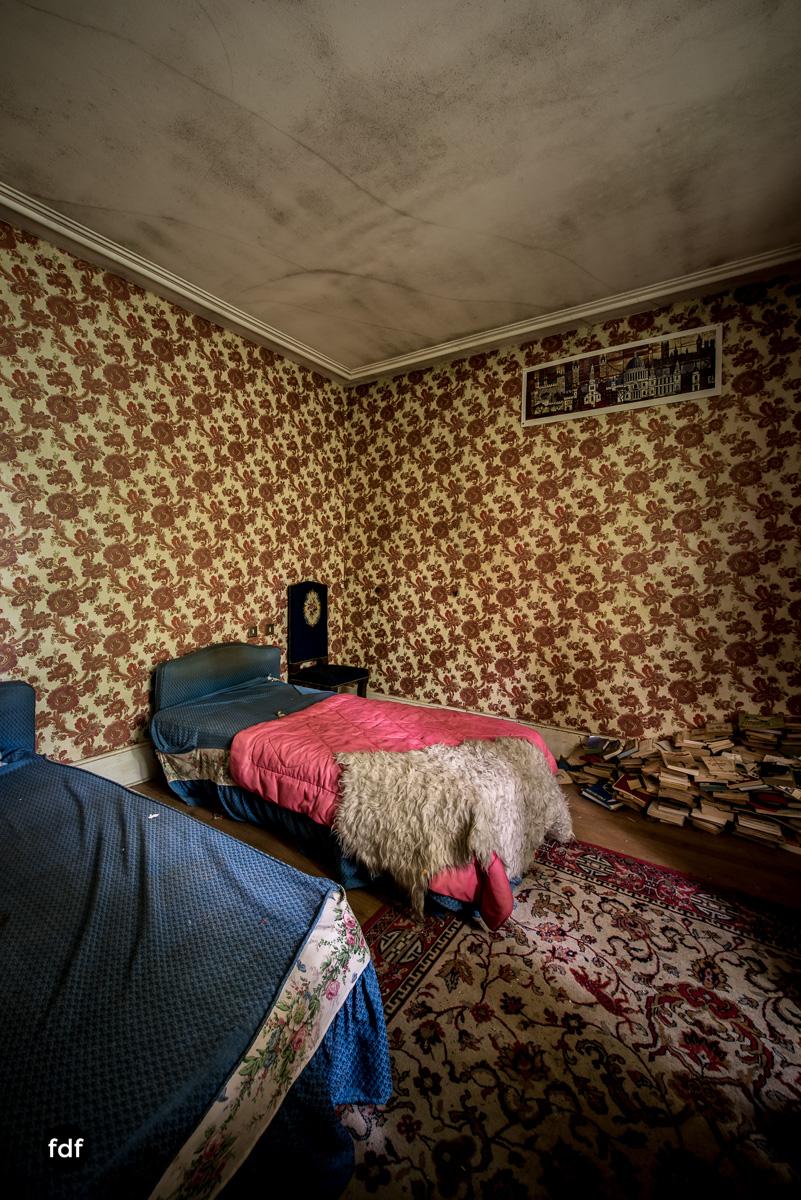 Manoir du Professeur-Herrenhaus-Lost Place-Urbex-Frankreich-68.JPG