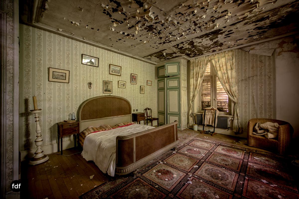 Manoir du Professeur-Herrenhaus-Lost Place-Urbex-Frankreich-76.JPG