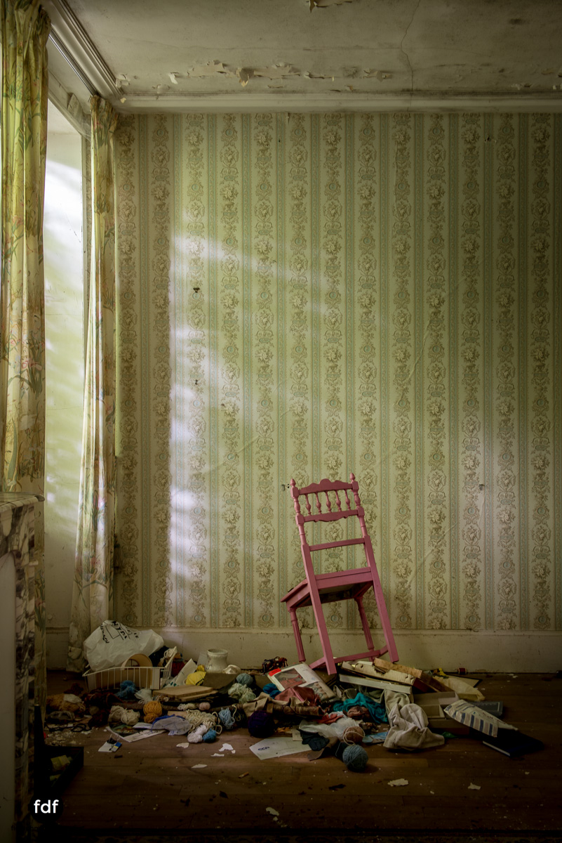 Manoir du Professeur-Herrenhaus-Lost Place-Urbex-Frankreich-95.JPG