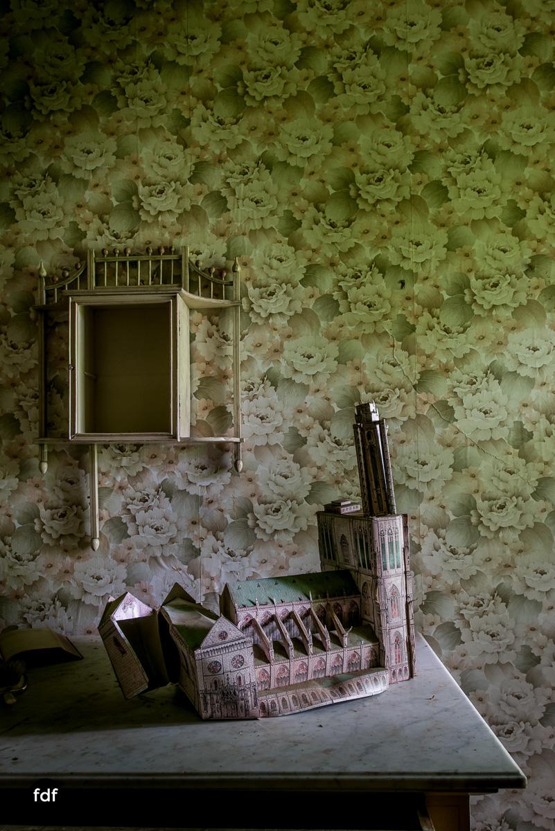 Manoir du Professeur-Herrenhaus-Lost Place-Urbex-Frankreich-129.JPG