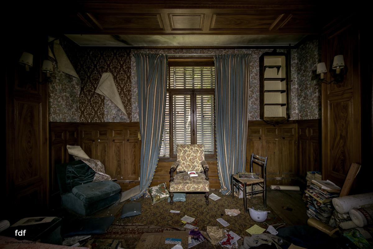 Manoir du Professeur-Herrenhaus-Lost Place-Urbex-Frankreich-142.JPG