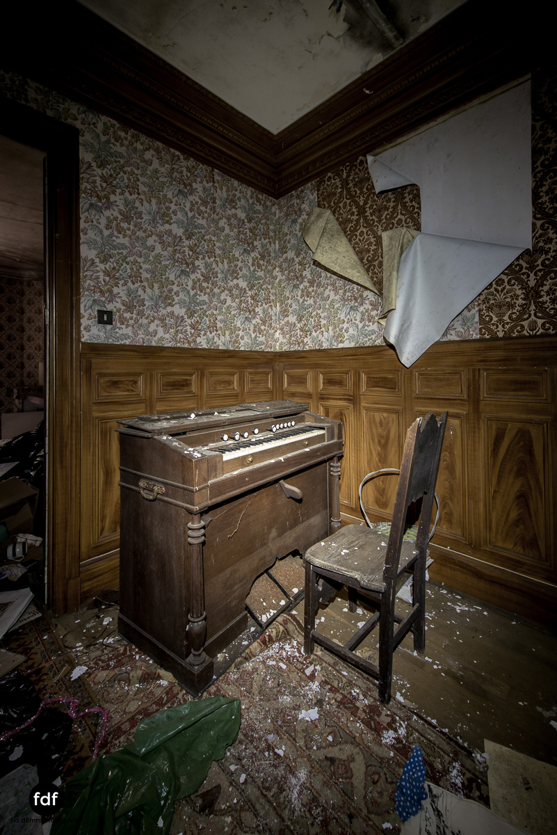 Manoir du Professeur-Herrenhaus-Lost Place-Urbex-Frankreich-148.JPG