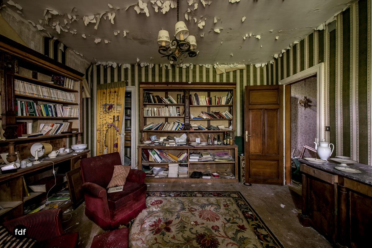 Manoir du Professeur-Herrenhaus-Lost Place-Urbex-Frankreich-154.JPG