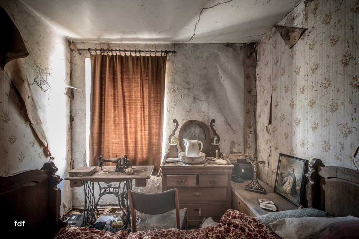 Maison-Troi-Suisses-Bauernhof-Lost-Place-Belgien-Urbex-40.JPG