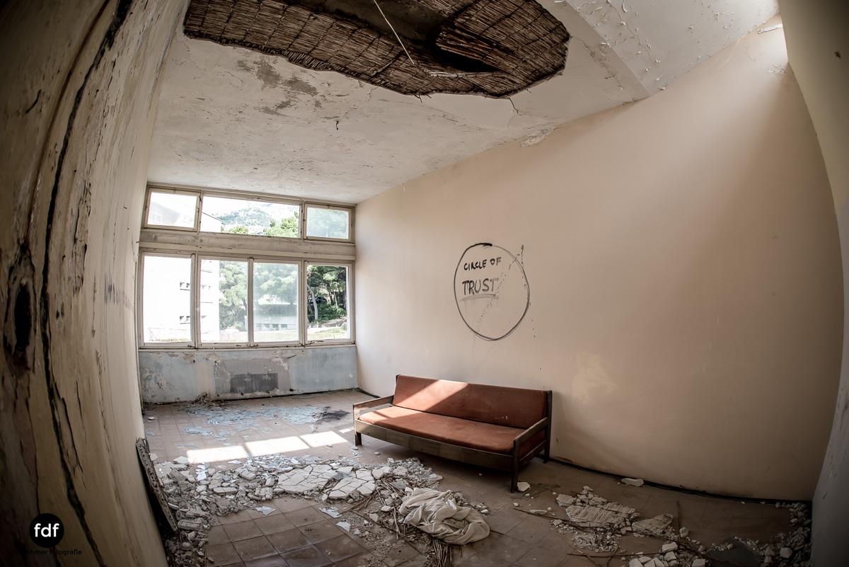 Kinder-Gesundheitszentrum-Volksarmee-Meer-Lost-Place-Kroatien-64.JPG