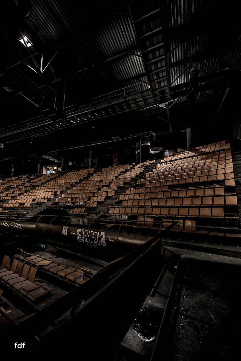 Black-Cube-Cocert-Hall-Frankreich-Lost-Place-23.JPG