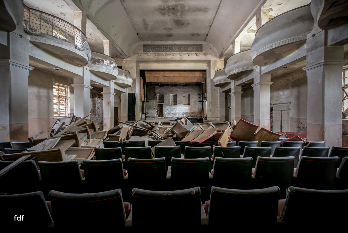Das weisse Piano Theater Lost Place-19.JPG