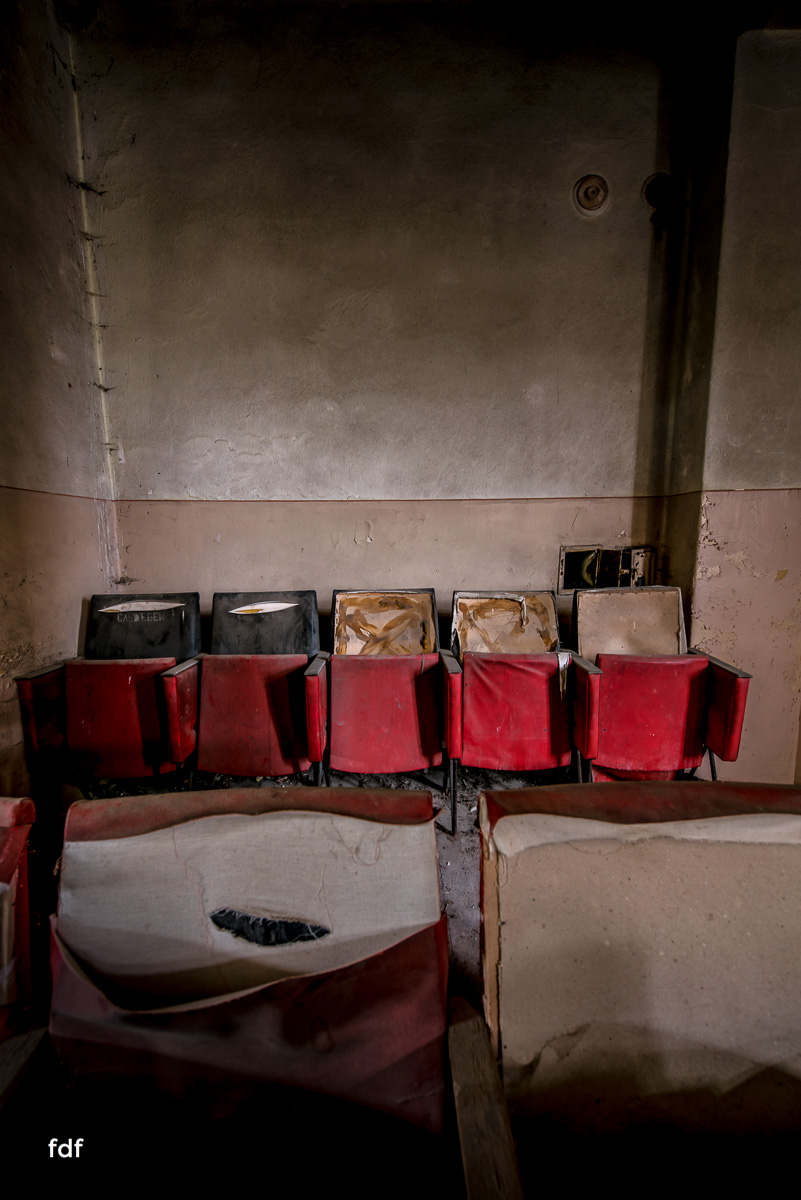 Das weisse Piano Theater Lost Place-29.JPG