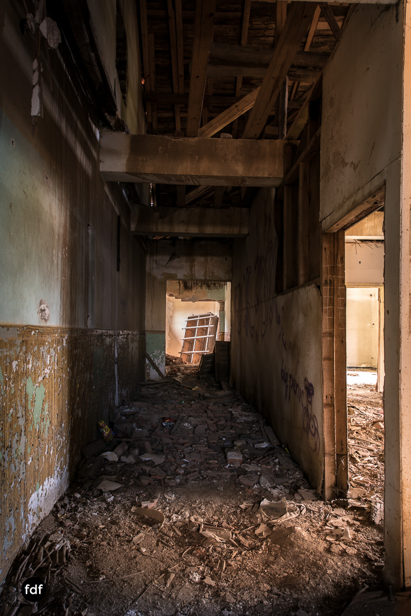 Das weisse Piano Theater Lost Place-32.JPG