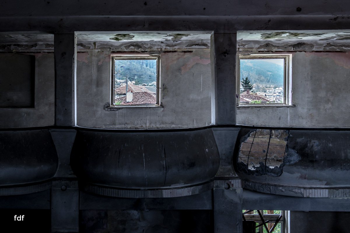 Das weisse Piano Theater Lost Place-47.JPG