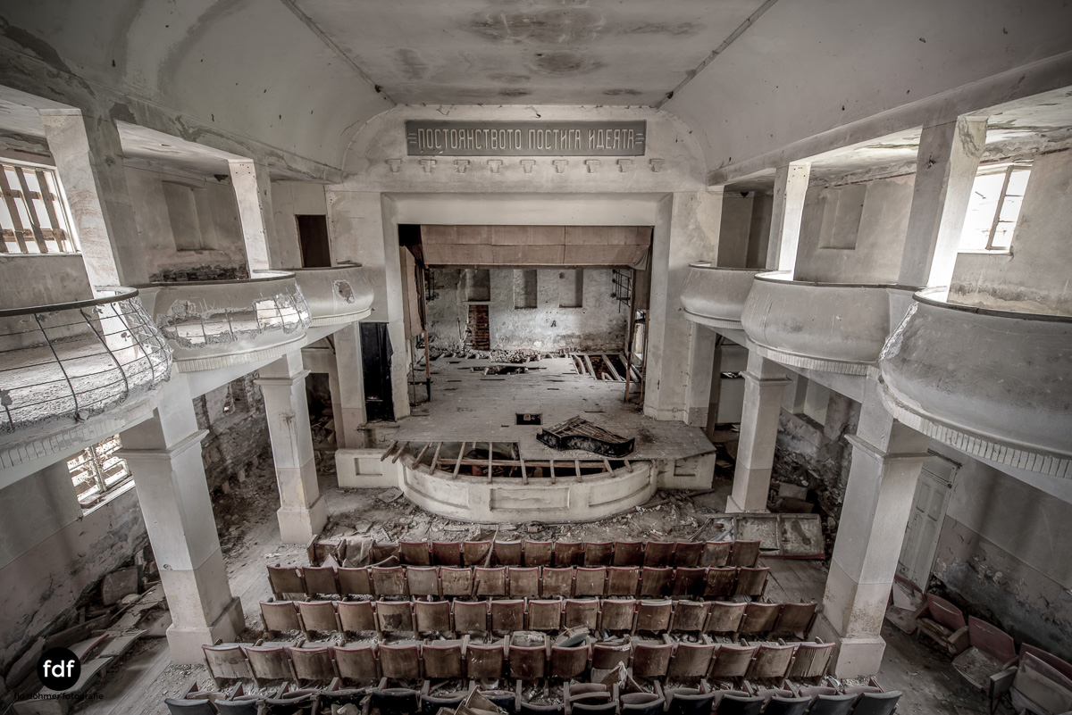 Das weisse Piano Theater Lost Place-57.JPG