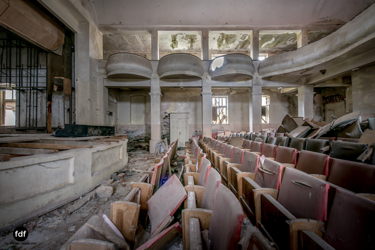 Das weisse Piano Theater Lost Place-108.JPG