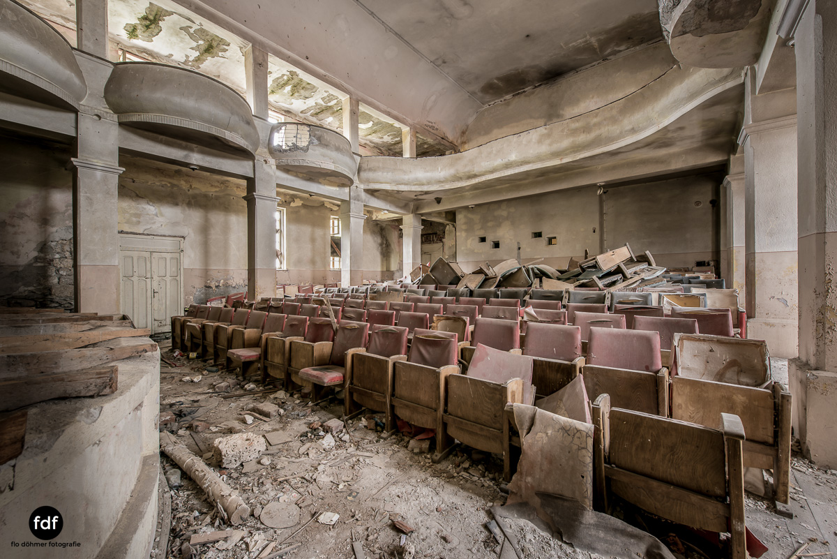 Das weisse Piano Theater Lost Place-112.JPG