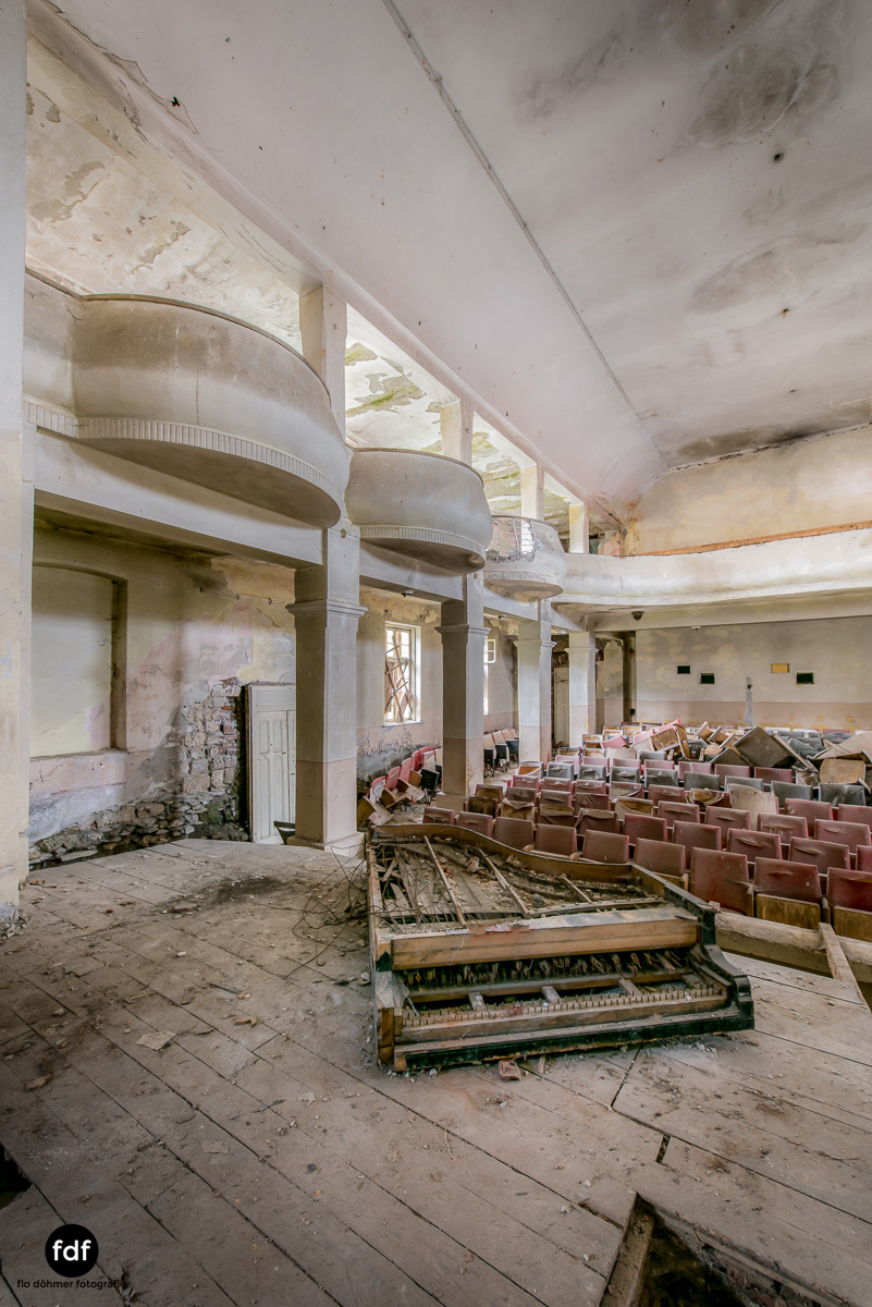 Das weisse Piano Theater Lost Place-116.JPG