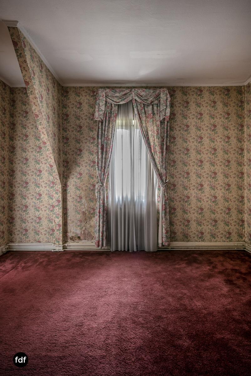 Hotel Cheminee Chateau Belgien Lost Place-55.JPG