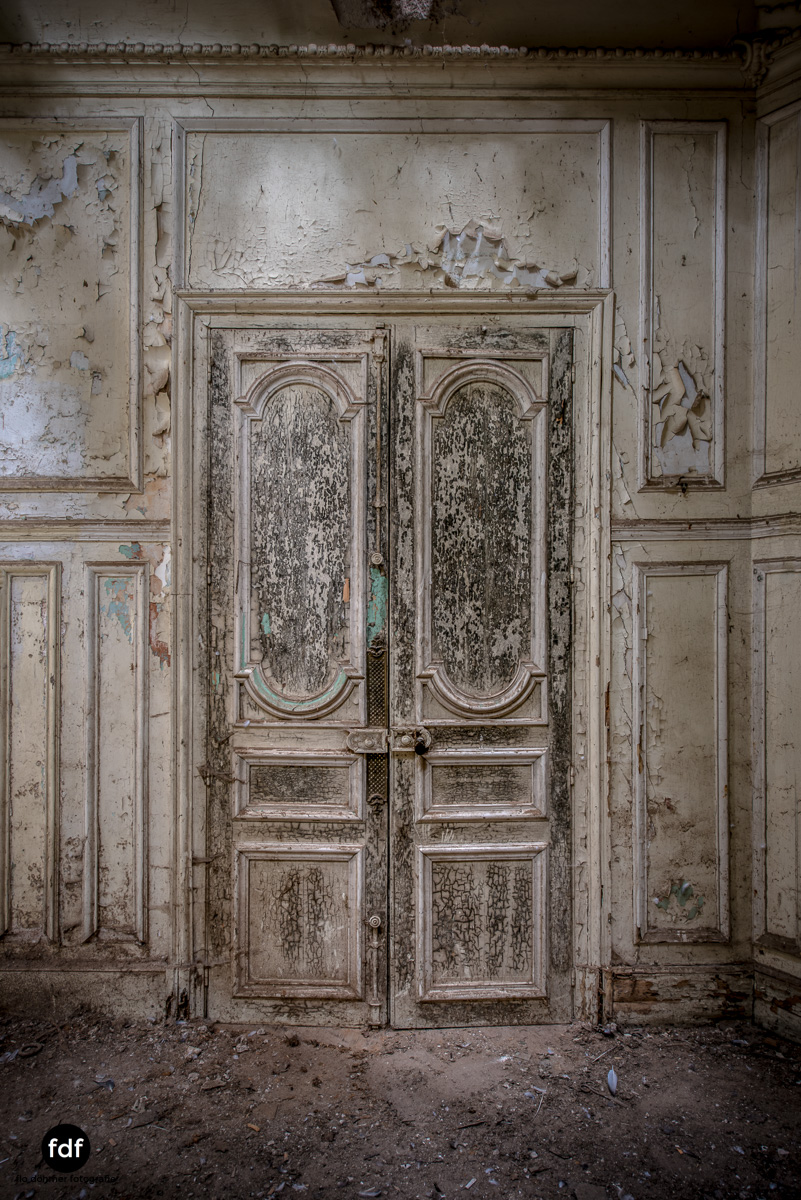 Chareau Verdure Lost Place Frankreich-43.JPG