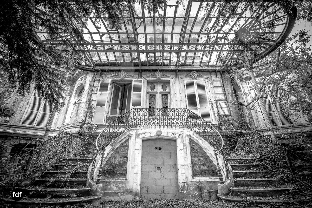 Chareau Verdure Lost Place Frankreich-75.JPG