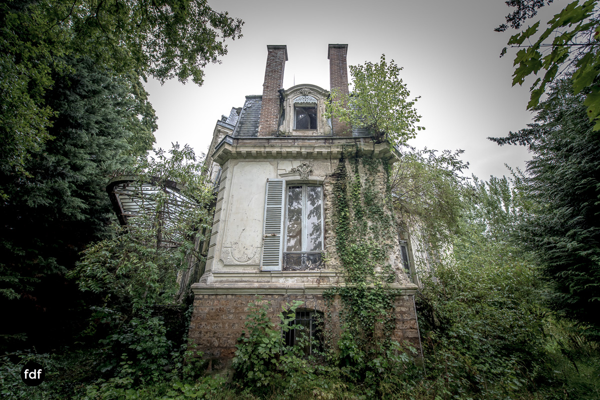 Chareau Verdure Lost Place Frankreich-85.JPG