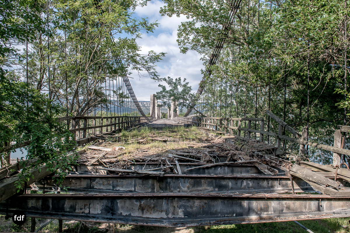 Woodbridge Brücke Provence Verfall Lost Place-22.JPG