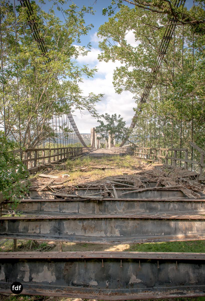 Woodbridge Brücke Provence Verfall Lost Place-26.JPG