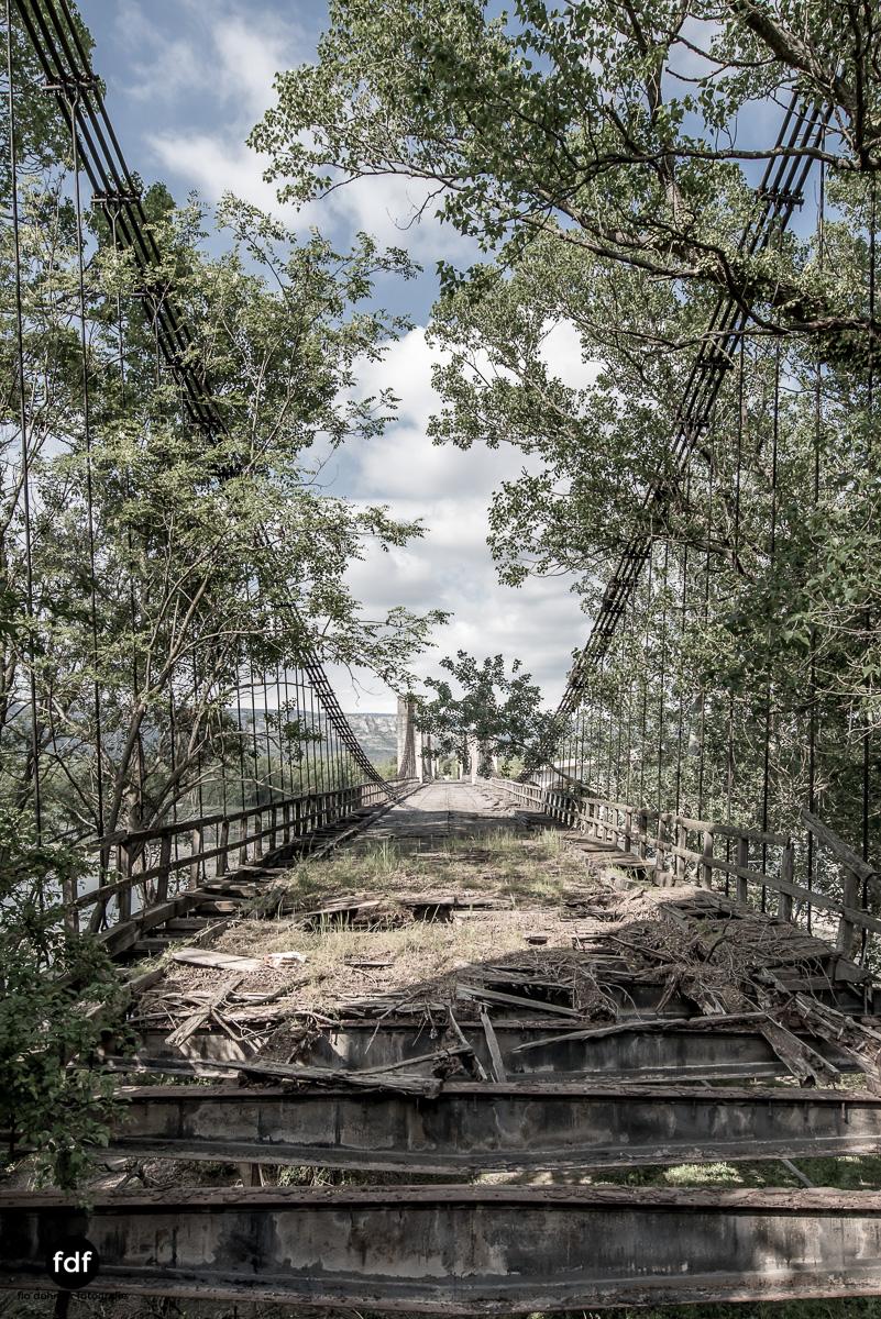 Woodbridge Brücke Provence Verfall Lost Place-41.JPG