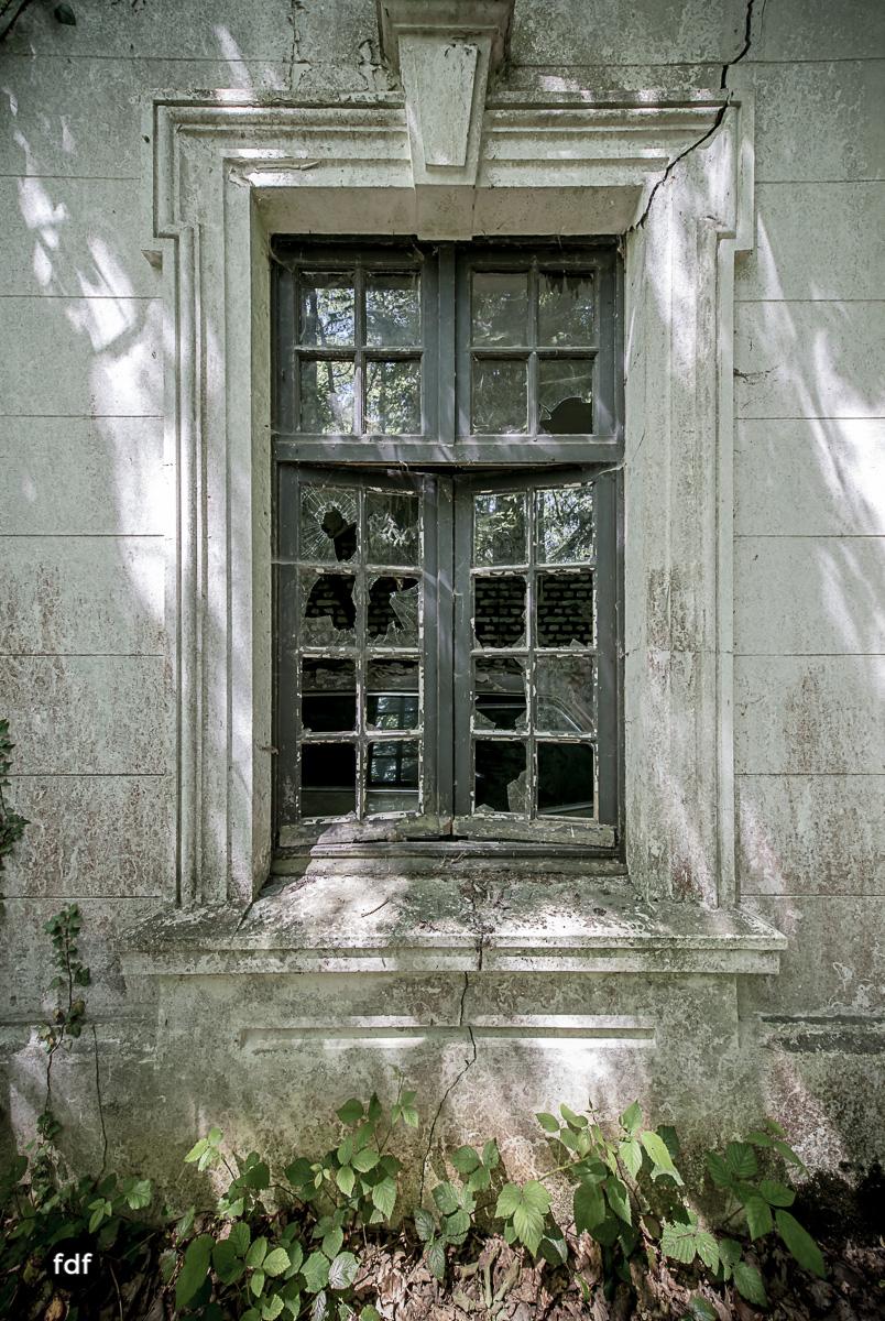 Villa BMW-Herrenhaus-Urbex-Lost-Place-Belgien-32.JPG