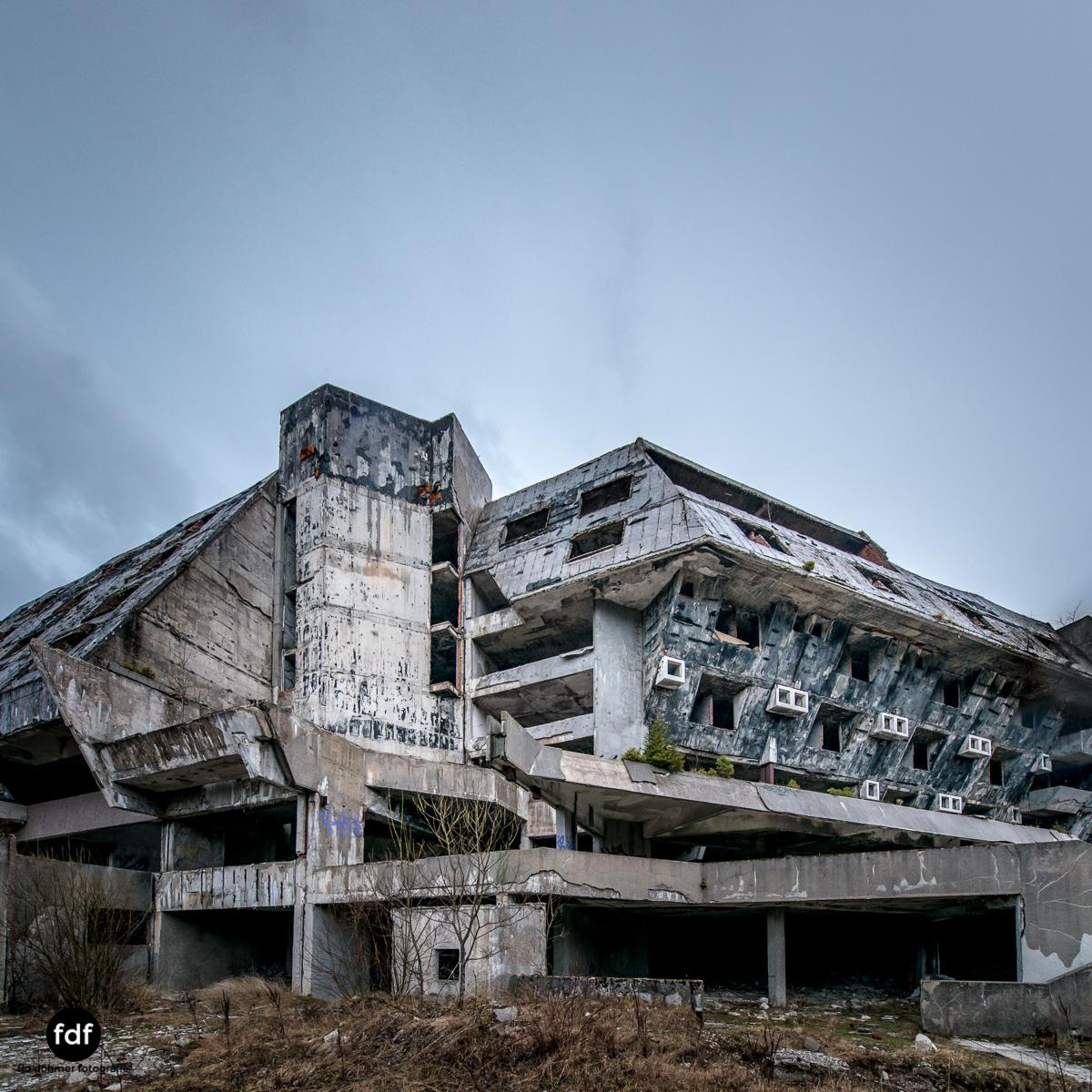 Hotel-Igman-Skijump-Skisprung-Sarajevo-Olympia84-Bosnien-Herzigowina-Lost-Place-5.JPG