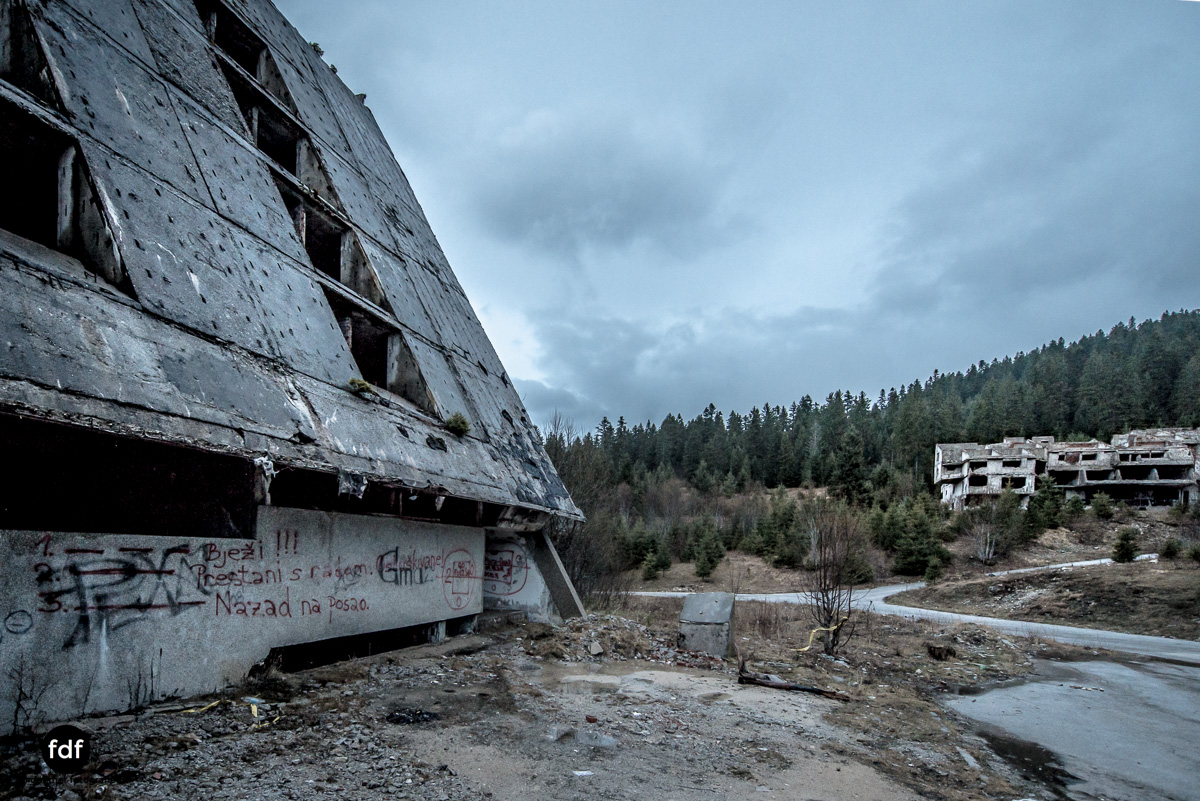 Hotel-Igman-Skijump-Skisprung-Sarajevo-Olympia84-Bosnien-Herzigowina-Lost-Place-13.JPG