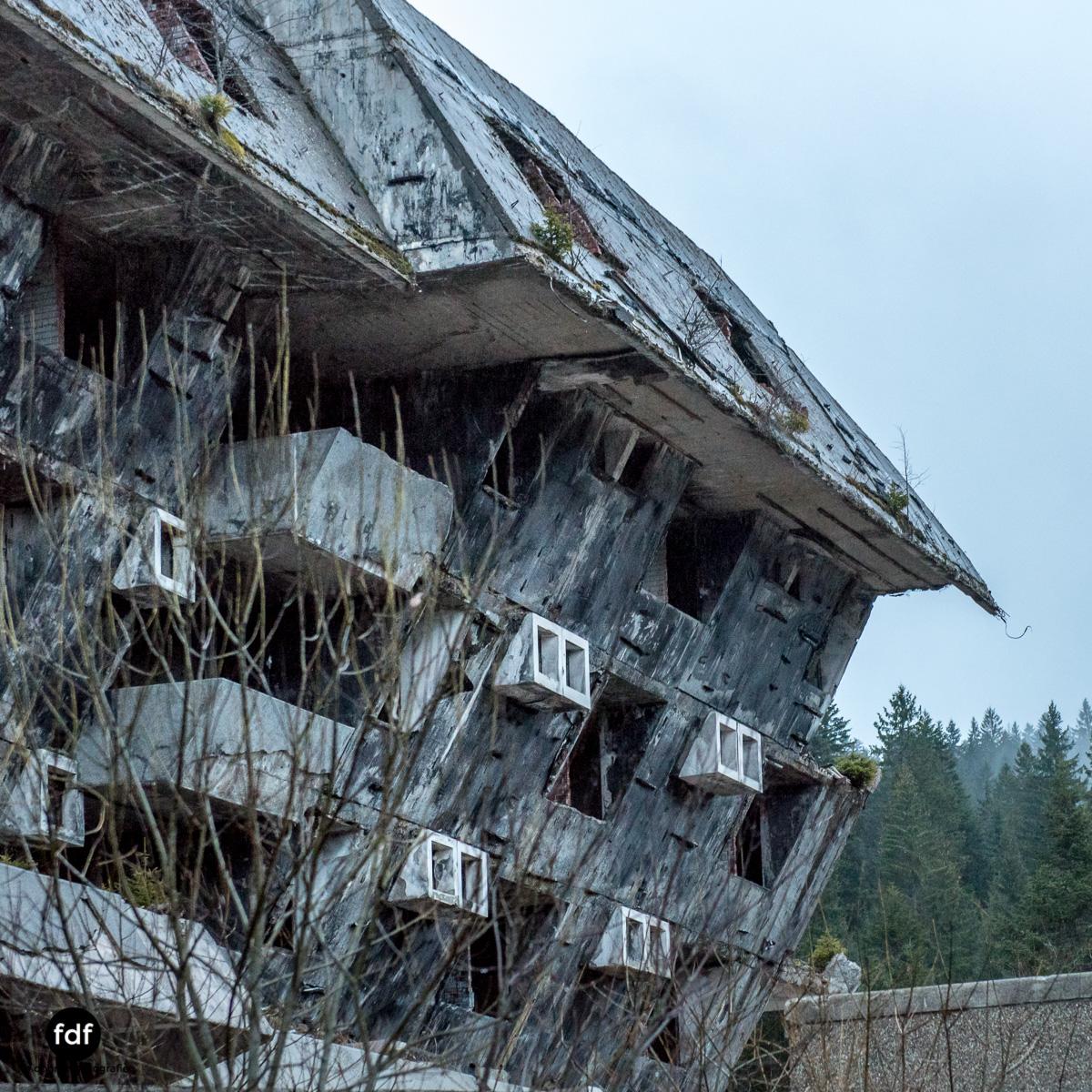 Hotel-Igman-Skijump-Skisprung-Sarajevo-Olympia84-Bosnien-Herzigowina-Lost-Place-20.JPG