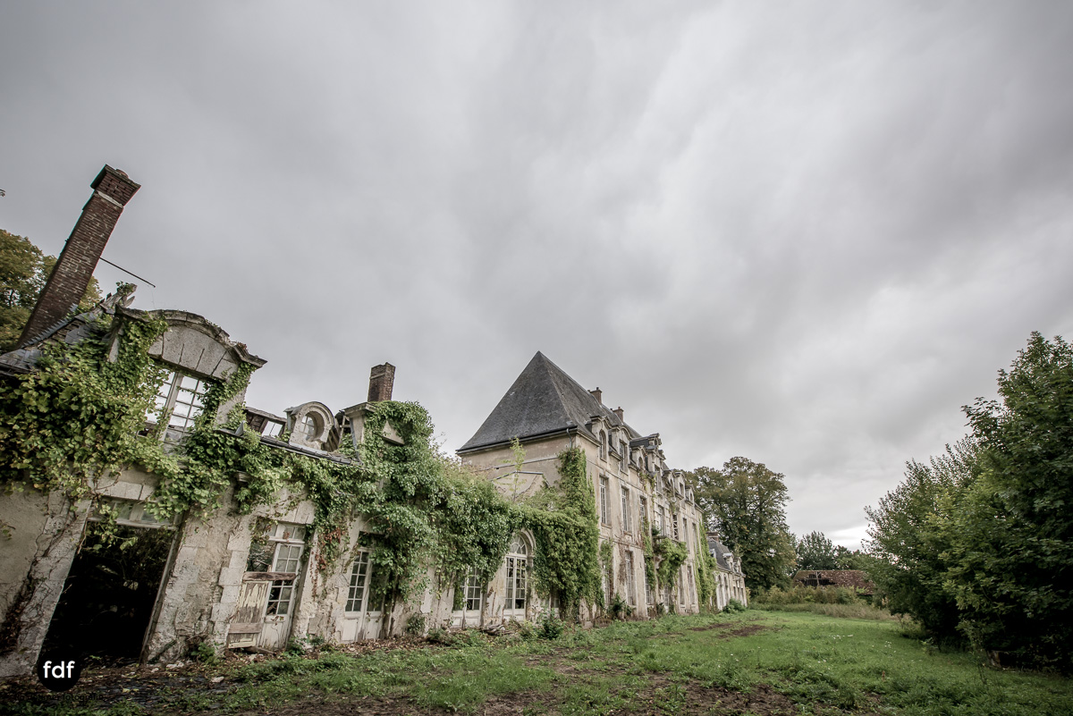 Chateau des Singes-Herrensitz-Lost Place-Frankreich-7.JPG