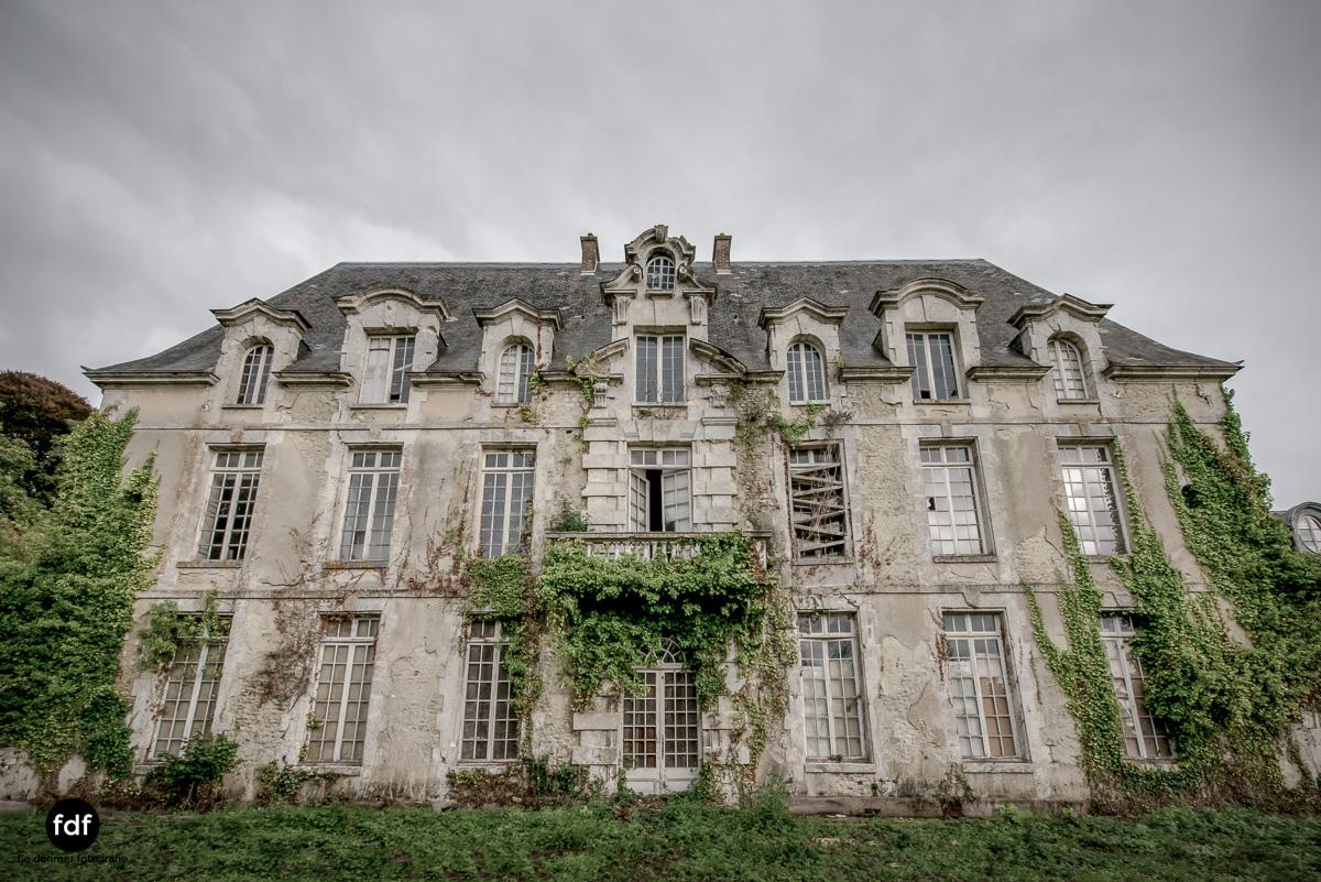 Chateau des Singes-Herrensitz-Lost Place-Frankreich-10.JPG