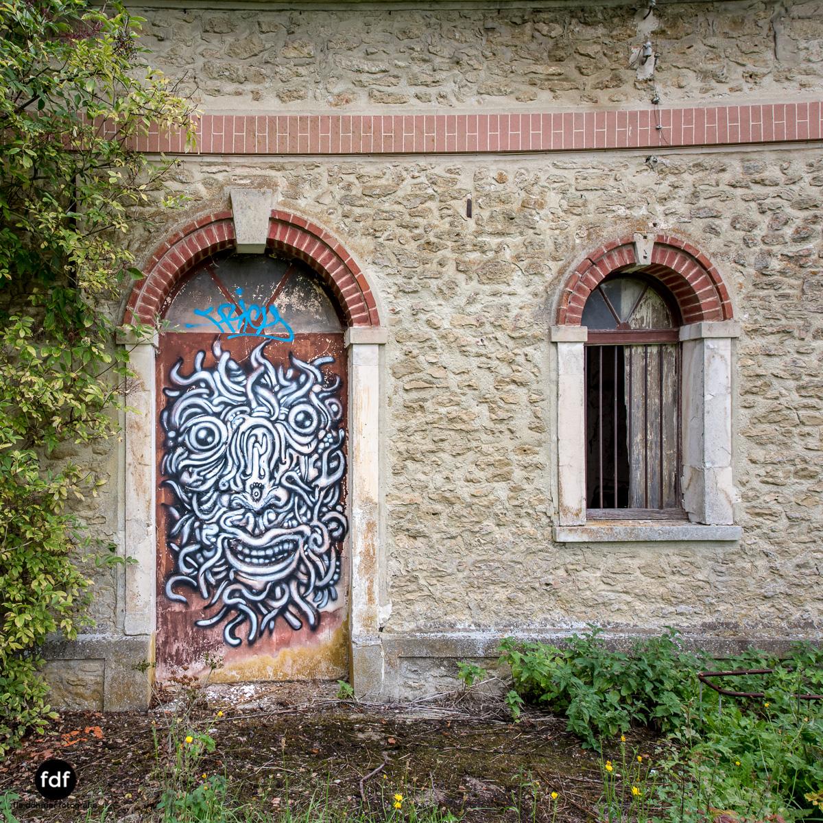 Chateau des Singes-Herrensitz-Lost Place-Frankreich-13.JPG