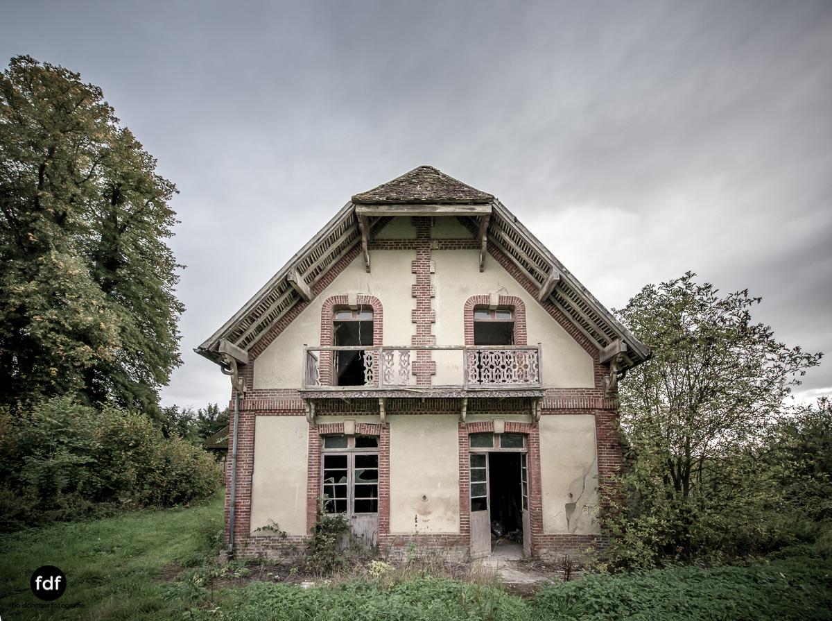 Chateau des Singes-Herrensitz-Lost Place-Frankreich-16.JPG