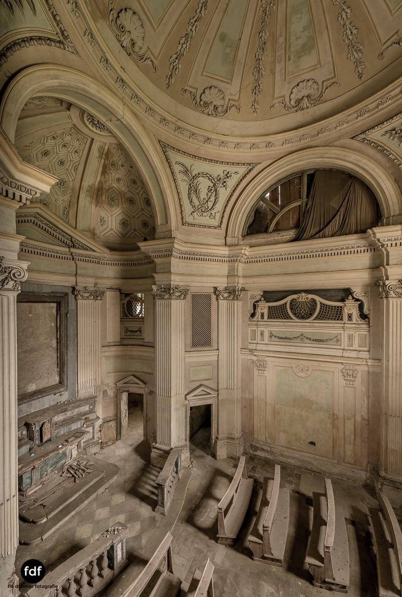Villa dei Danzatori-Villa RosaPalazzo L-Herrenhaus-Lost Place-Italien-96.JPG