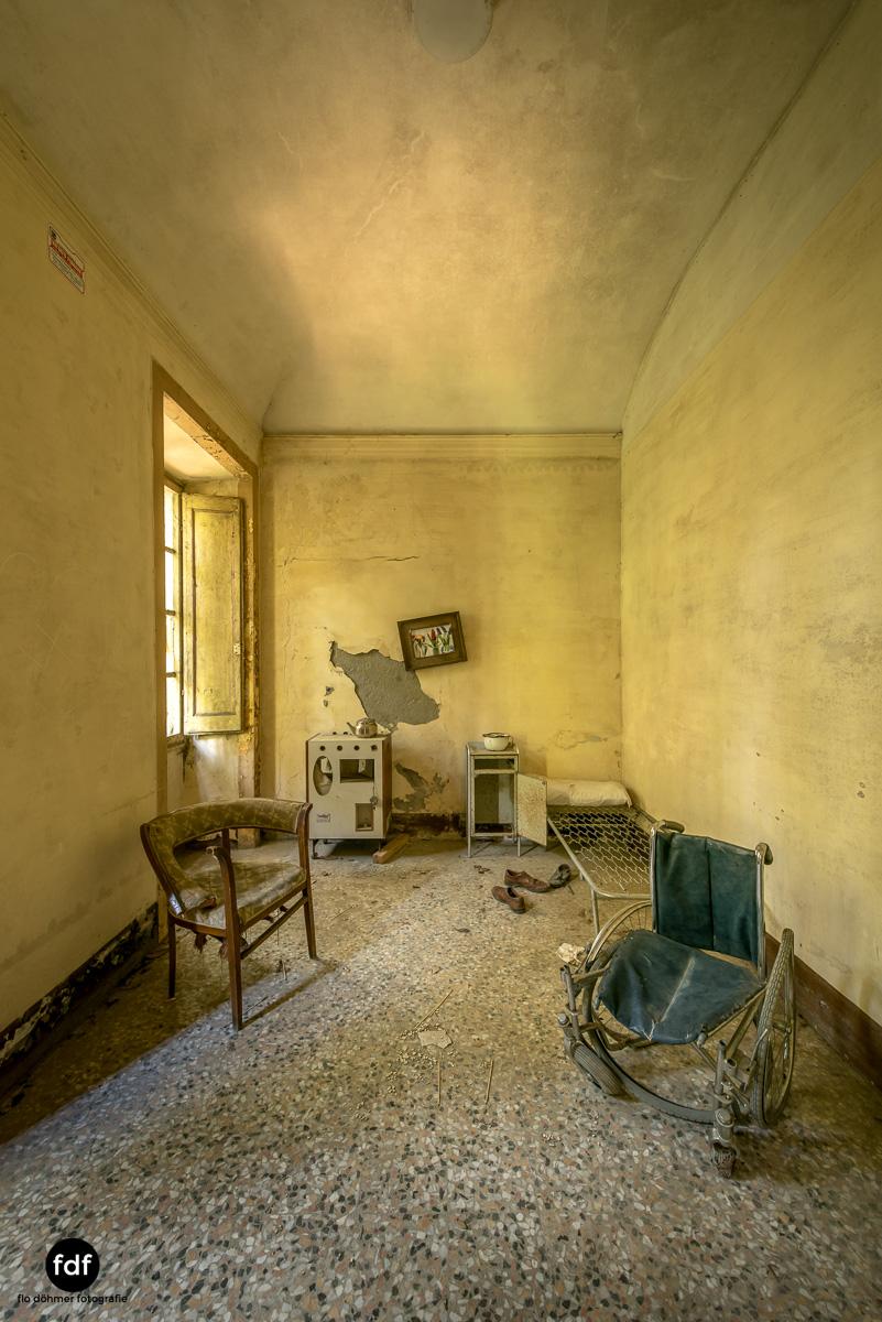 Villa Sbertoli-Klinik-Psychatrie-Herrenhaus-Lost Place-Italien-14.JPG