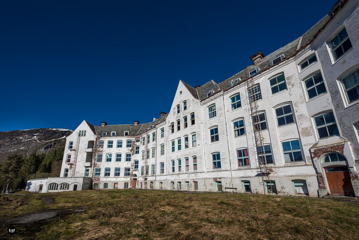 Luster Sanatorium-Klinik-Lost Place-Norway-1.JPG