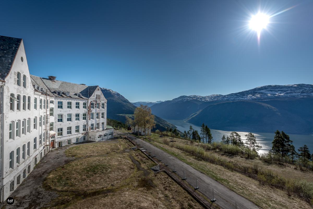Luster Sanatorium-Klinik-Lost Place-Norway-35-Bearbeitet.JPG