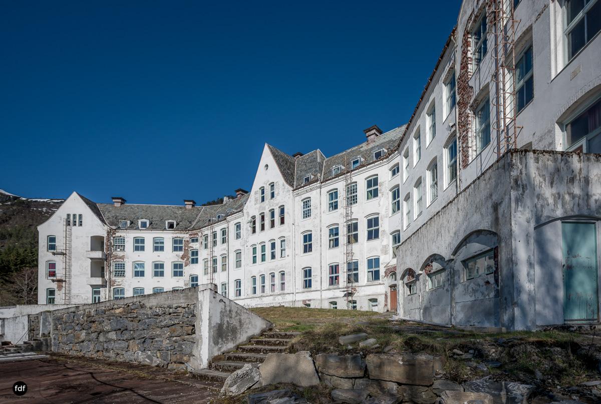 Luster Sanatorium-Klinik-Lost Place-Norway-42-Bearbeitet.JPG