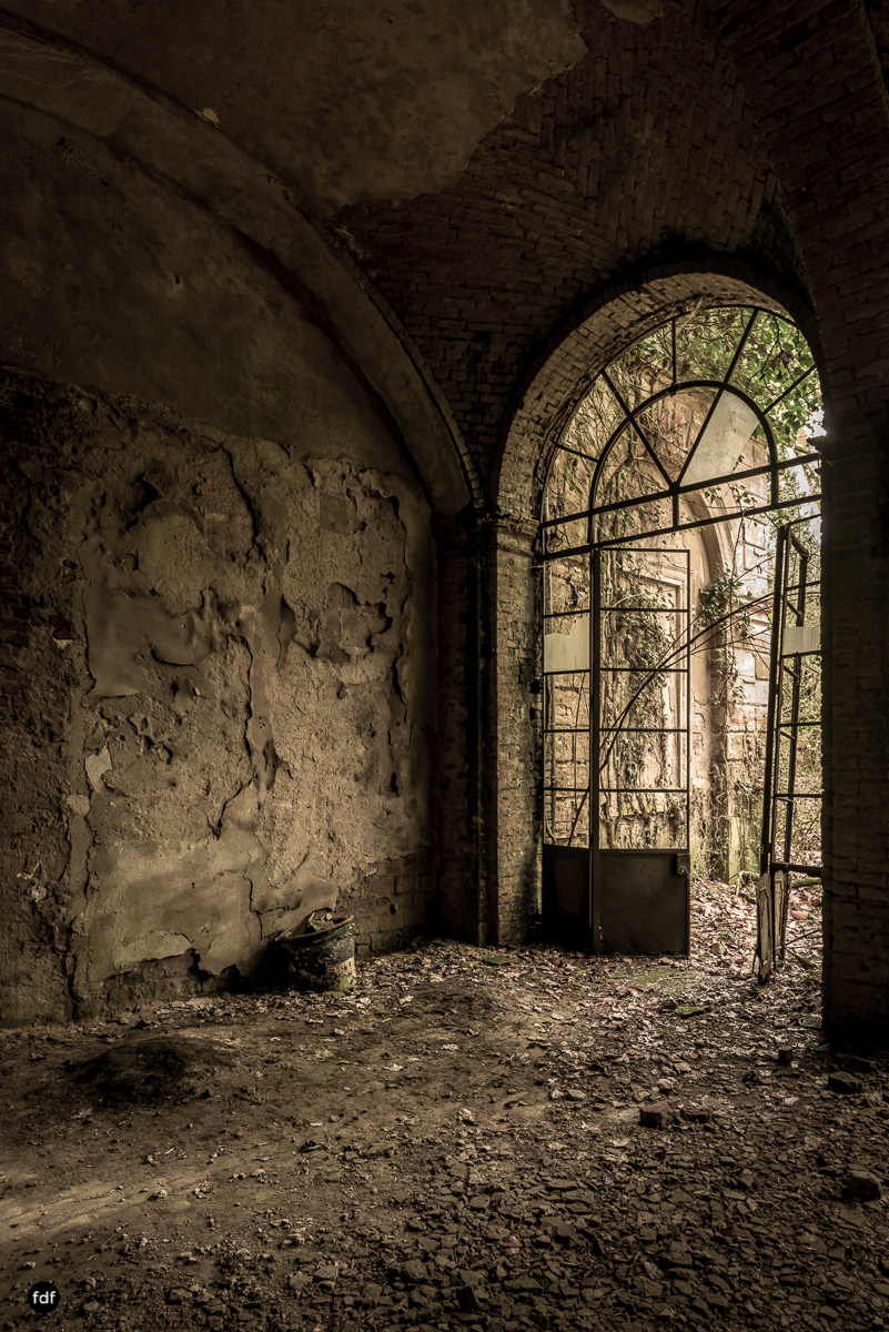 Palazzo di L-Herrenhaus-Kapelle-Lost Place-Italien-4.JPG
