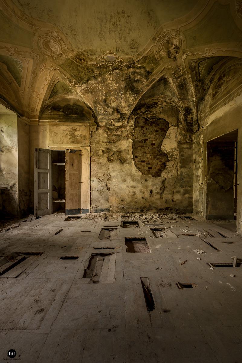 Palazzo di L-Herrenhaus-Kapelle-Lost Place-Italien-14.JPG