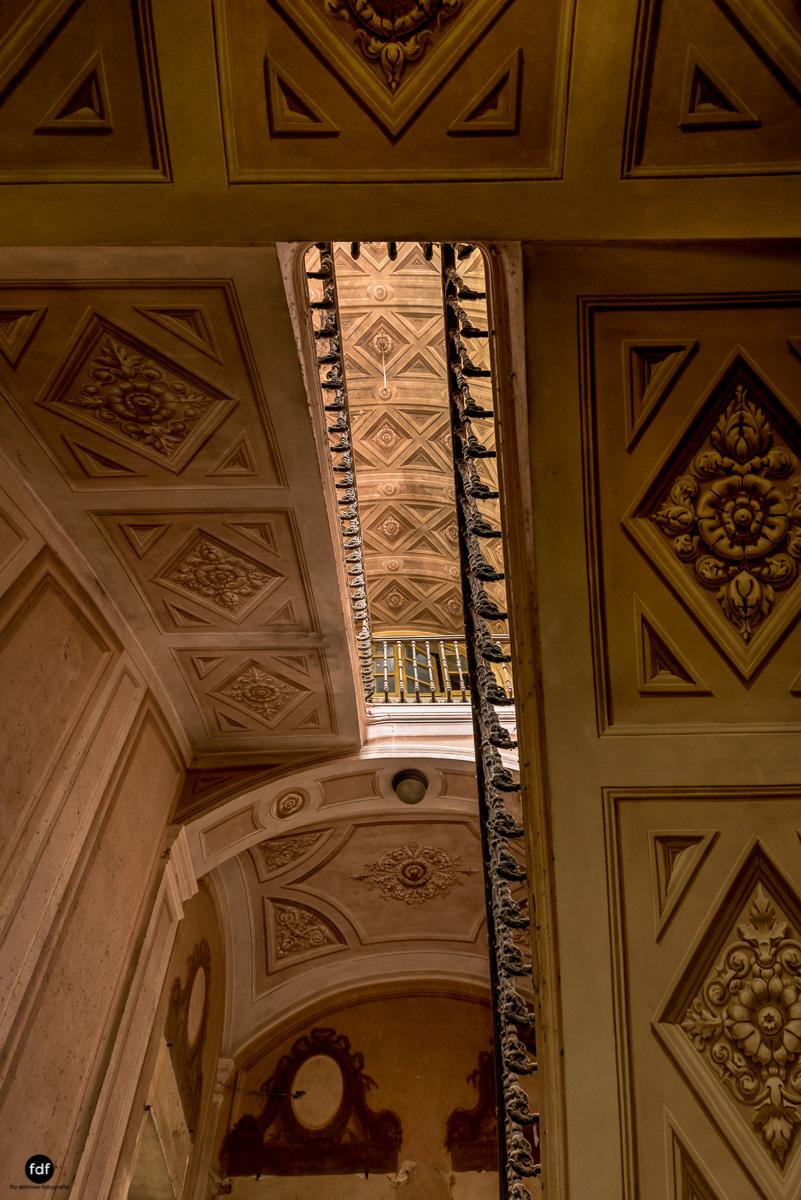 Palazzo di L-Herrenhaus-Kapelle-Lost Place-Italien-24-Bearbeitet.JPG