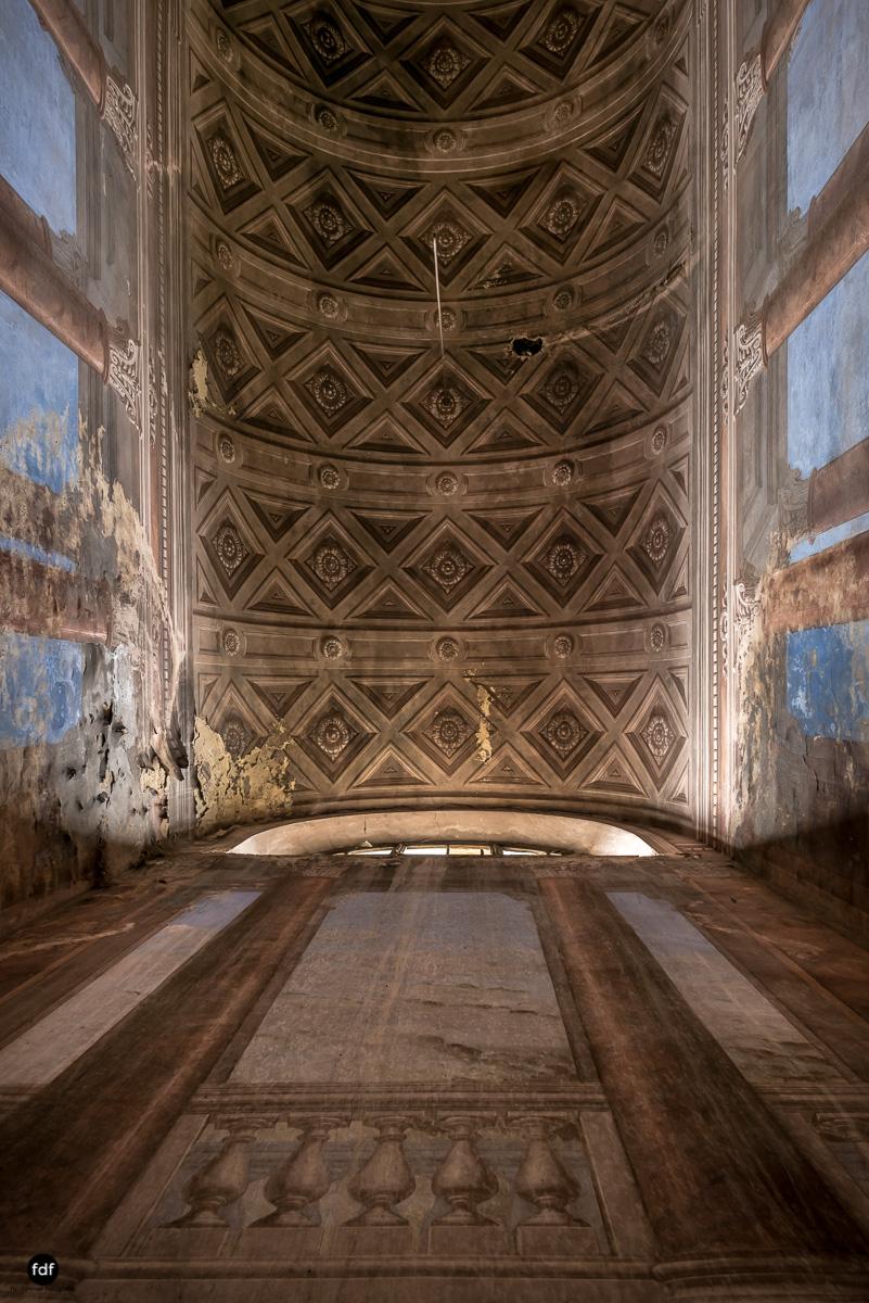 Palazzo di L-Herrenhaus-Kapelle-Lost Place-Italien-31.JPG